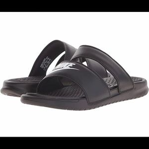 Women's nike bennesi sandals size 9.0